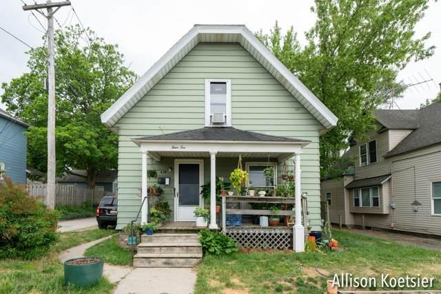 410 Sweet Street NE, Grand Rapids, MI 49505 (MLS #21022174) :: Your Kzoo Agents