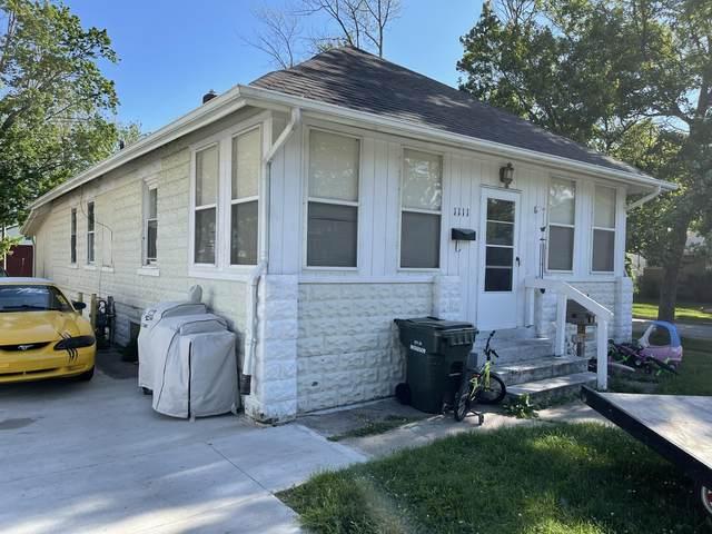 1111 W Dale Avenue, Muskegon, MI 49441 (MLS #21022209) :: Ron Ekema Team