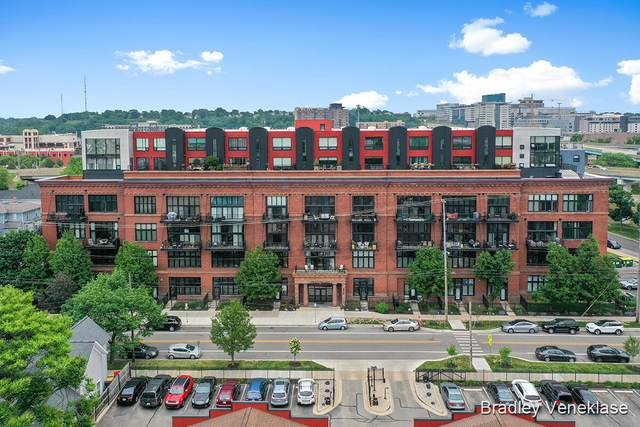600 Broadway Avenue NW #124, Grand Rapids, MI 49504 (MLS #21022358) :: Your Kzoo Agents