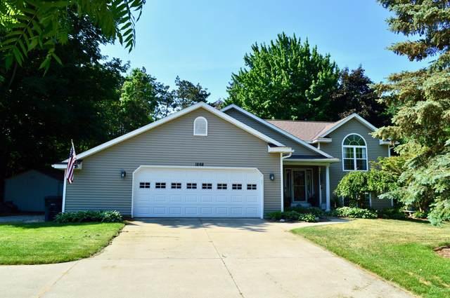 1868 W Lakewood Boulevard, Holland, MI 49424 (MLS #21022406) :: Ginger Baxter Group