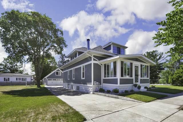 229 Meridian Street, Spring Lake, MI 49456 (MLS #21023024) :: CENTURY 21 C. Howard