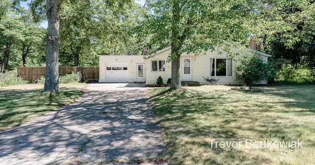 655 Porter Road, Norton Shores, MI 49441 (MLS #21023113) :: BlueWest Properties