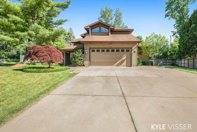1748 Vesta Lane SE, East Grand Rapids, MI 49506 (MLS #21023188) :: BlueWest Properties