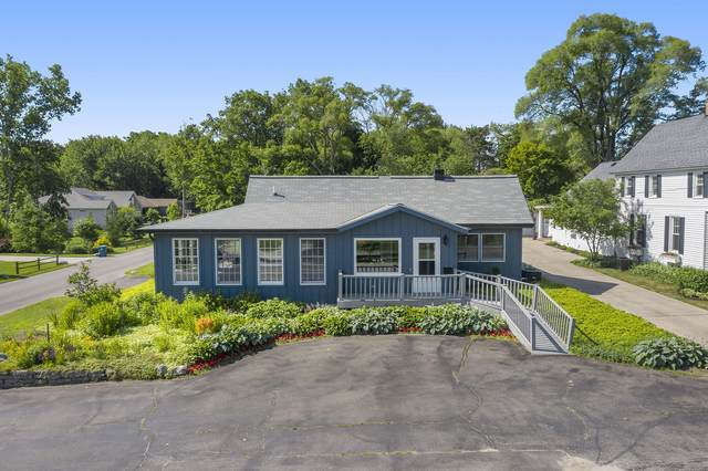 1598 S South Shore Drive, Holland, MI 49423 (MLS #21023190) :: Ginger Baxter Group