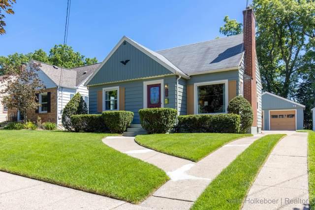 826 Walsh Street SE, Grand Rapids, MI 49507 (MLS #21023225) :: Ginger Baxter Group