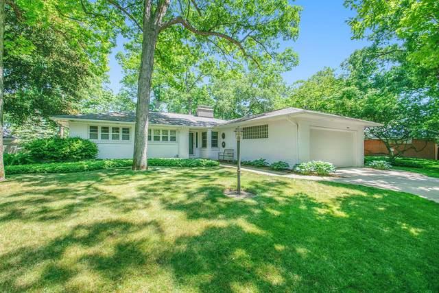 1064 Santa Barbara Drive SE, East Grand Rapids, MI 49506 (MLS #21023246) :: Ginger Baxter Group