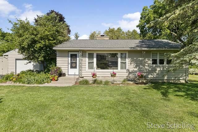 30 Robinhood Drive NE, Grand Rapids, MI 49546 (MLS #21023518) :: CENTURY 21 C. Howard