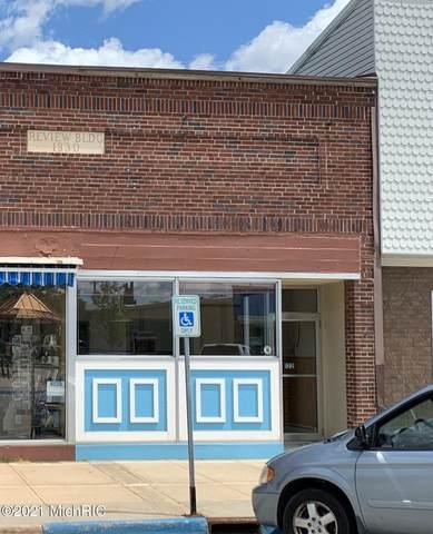 122 N Main Street, Evart, MI 49631 (MLS #21023919) :: BlueWest Properties