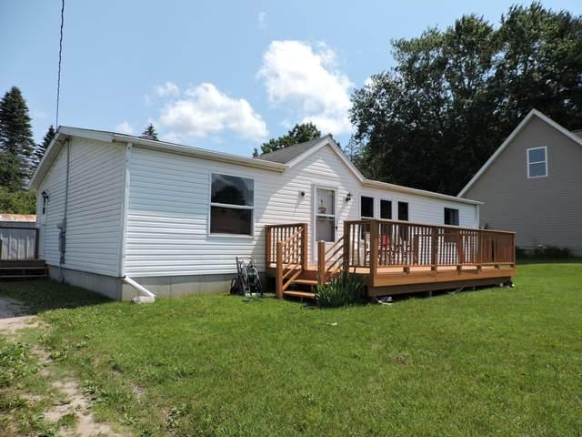 9490 Miramichi Drive, Evart, MI 49631 (MLS #21025826) :: BlueWest Properties
