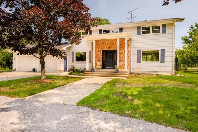 3877 Evergreen Lane, Benton Harbor, MI 49022 (MLS #21025901) :: Deb Stevenson Group - Greenridge Realty