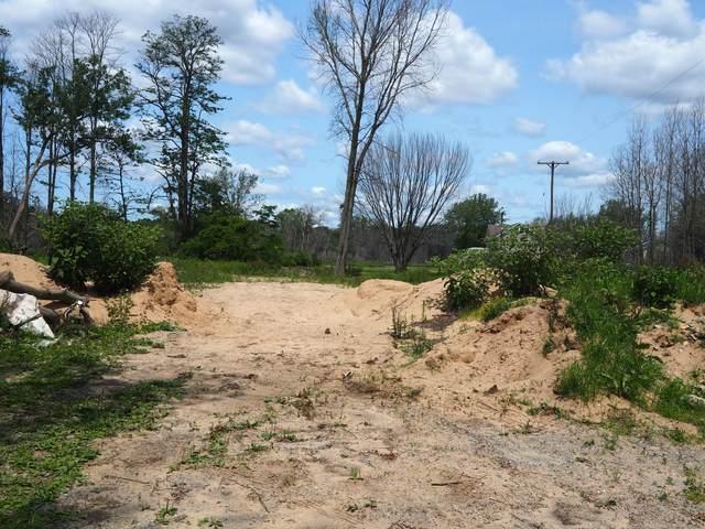 18 Lakeview Avenue, Norton Shores, MI 49441 (MLS #21027543) :: Deb Stevenson Group - Greenridge Realty