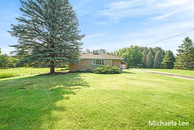 8209 River Road, Evart, MI 49631 (MLS #21027904) :: BlueWest Properties