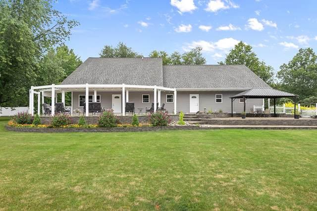 1770 W Lakewood Boulevard, Holland, MI 49424 (MLS #21033856) :: Deb Stevenson Group - Greenridge Realty