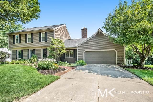 6045 Huntington SE, Ada, MI 49301 (MLS #21071258) :: BlueWest Properties