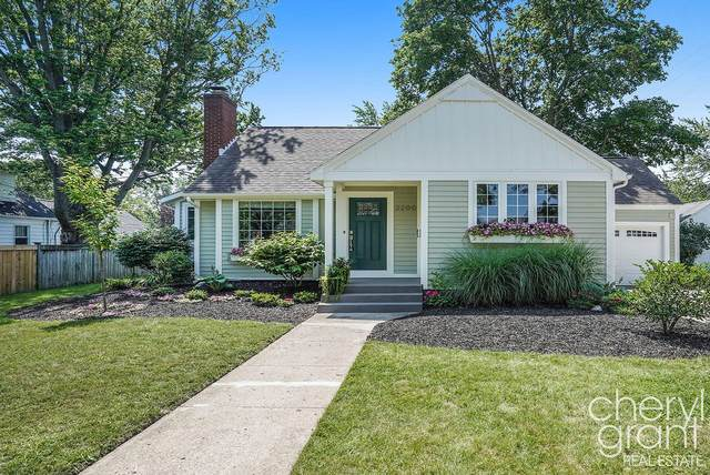 2200 Englewood Drive SE, East Grand Rapids, MI 49506 (MLS #21094876) :: BlueWest Properties