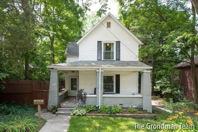 911 Emerald Avenue NE, Grand Rapids, MI 49504 (MLS #21095334) :: CENTURY 21 C. Howard