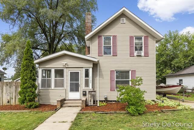 1123 2nd Street, Lake Odessa, MI 48849 (MLS #21095558) :: BlueWest Properties