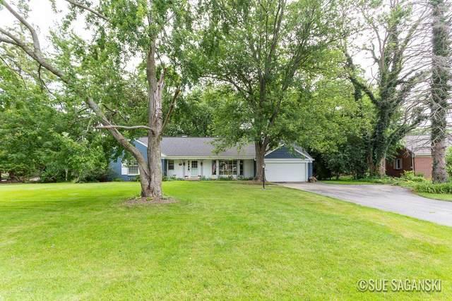 20 Middleboro Drive NE, Grand Rapids, MI 49506 (MLS #21096722) :: Ron Ekema Team
