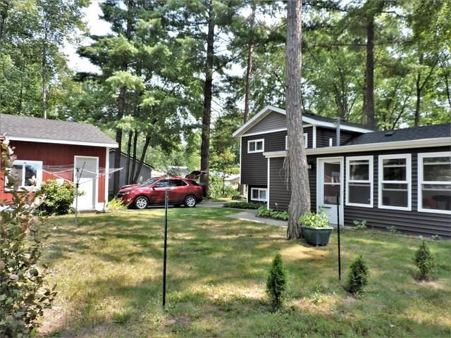 9813 Oak Street, Chippewa Lake, MI 49320 (MLS #21097102) :: Deb Stevenson Group - Greenridge Realty