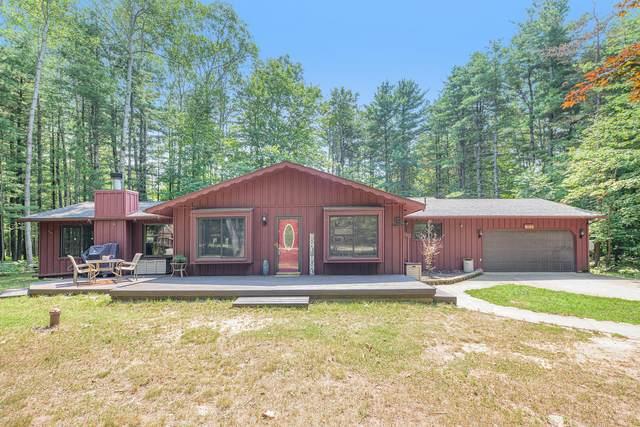 9103 Walnut Grove, Canadian Lakes, MI 49346 (MLS #21097233) :: BlueWest Properties