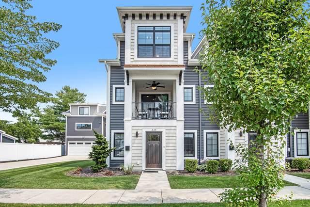 237 Jackson Street, Grand Haven, MI 49417 (MLS #21097266) :: Deb Stevenson Group - Greenridge Realty