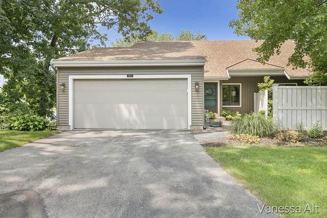 6615 Bella Vista Drive NE, Rockford, MI 49341 (MLS #21097998) :: Deb Stevenson Group - Greenridge Realty