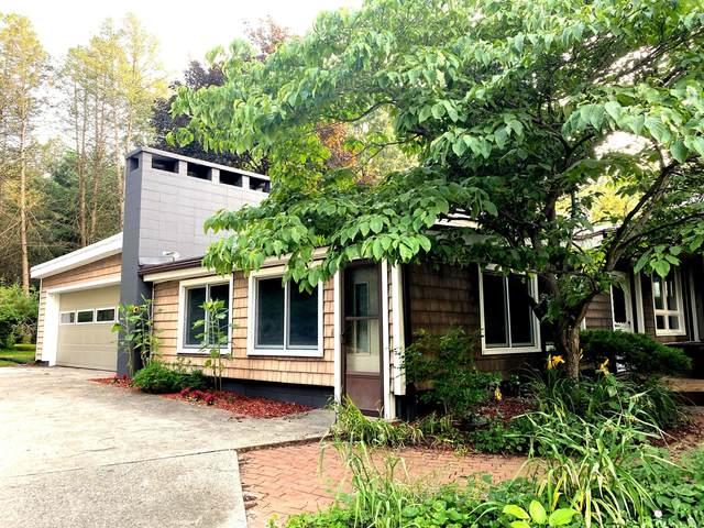 2393 Ash-Te-Wette Drive, Hillsdale, MI 49242 (MLS #21098080) :: JH Realty Partners