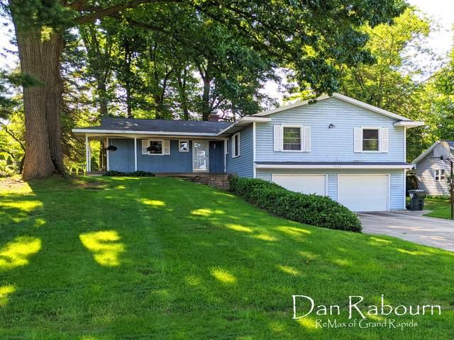5508 Greenboro Drive SE, Kentwood, MI 49508 (MLS #21098134) :: BlueWest Properties