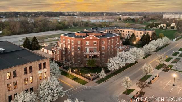 141 Central Avenue #410, Holland, MI 49423 (MLS #21098192) :: BlueWest Properties
