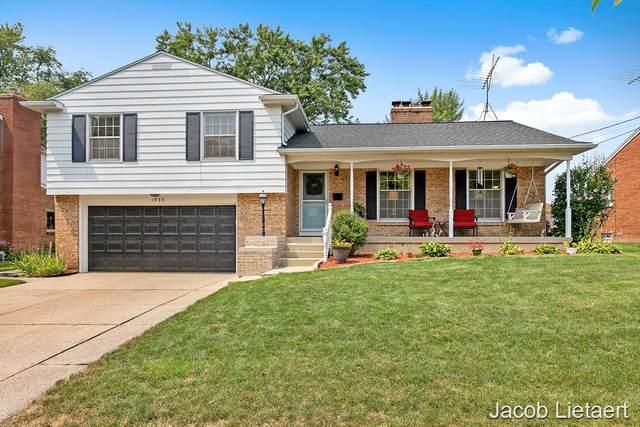 1929 Lotus Avenue SE, Grand Rapids, MI 49506 (MLS #21098836) :: BlueWest Properties