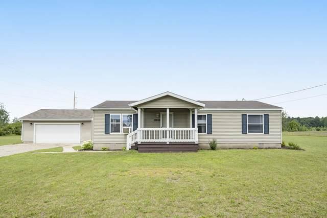 19940 W Lake Montcalm Road, Howard City, MI 49329 (MLS #21098870) :: BlueWest Properties