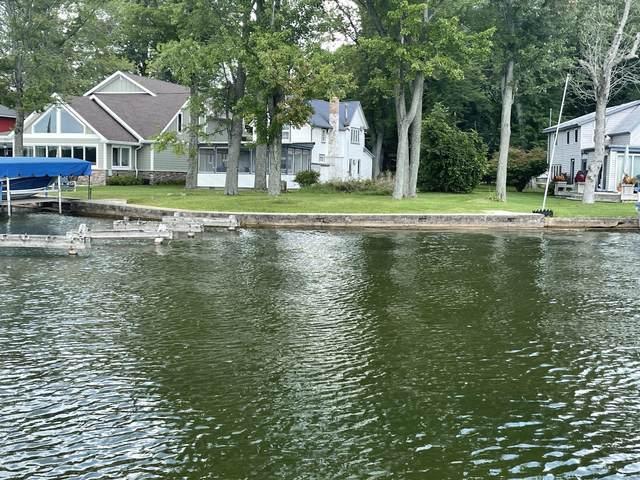8528 Lake Avenue, Watervliet, MI 49098 (MLS #21101511) :: Deb Stevenson Group - Greenridge Realty