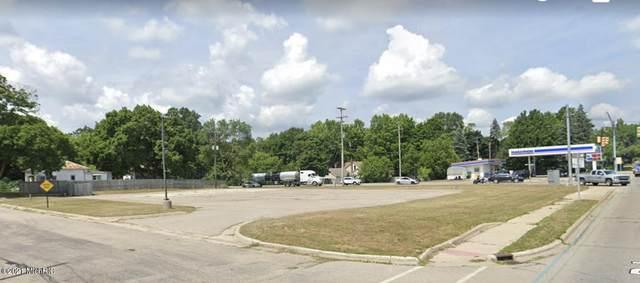 100 W Marks Street, Greenville, MI 48838 (MLS #21104419) :: Sold by Stevo Team | @Home Realty