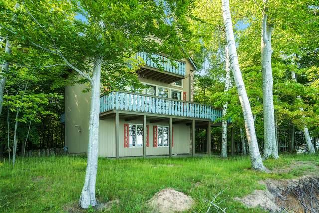 5018 W Fox Farm Road, Manistee, MI 49660 (MLS #21105501) :: BlueWest Properties