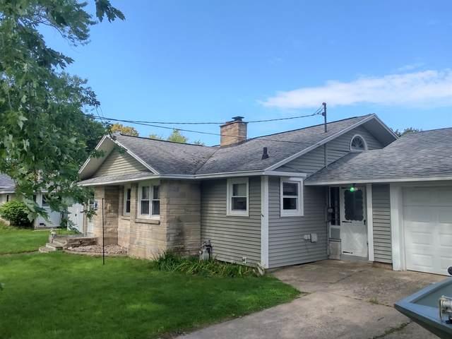 340 Seventh Street, Manistee, MI 49660 (MLS #21105611) :: BlueWest Properties