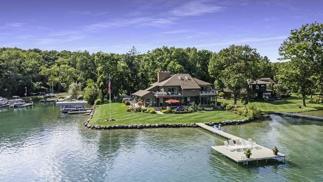 1579 W Gull Lake Drive, Richland, MI 49083 (MLS #21105737) :: Sold by Stevo Team | @Home Realty