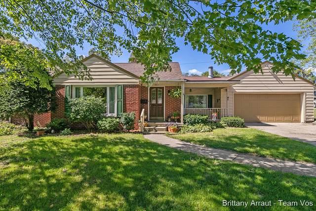 901 S Alexander Street, Greenville, MI 48838 (MLS #21106172) :: Deb Stevenson Group - Greenridge Realty