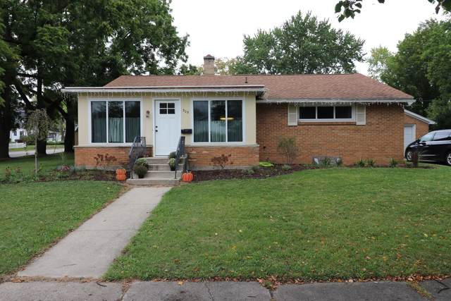 305 E Pine Street, Fremont, MI 49412 (MLS #21107033) :: BlueWest Properties