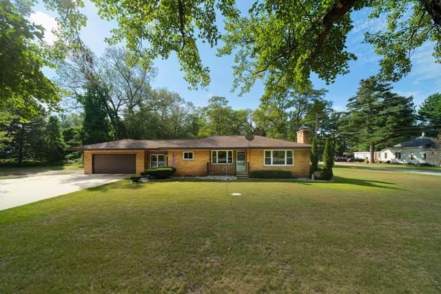 5525 Dowling Street, Montague, MI 49437 (MLS #21107801) :: Deb Stevenson Group - Greenridge Realty
