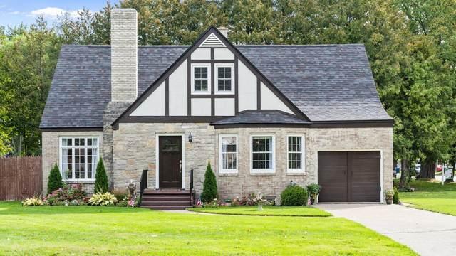202 N Reinberg Avenue, Scottville, MI 49454 (MLS #21107859) :: Sold by Stevo Team | @Home Realty
