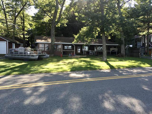 7505 S Lakeshore Drive, Pentwater, MI 49449 (MLS #21107904) :: The Hatfield Group