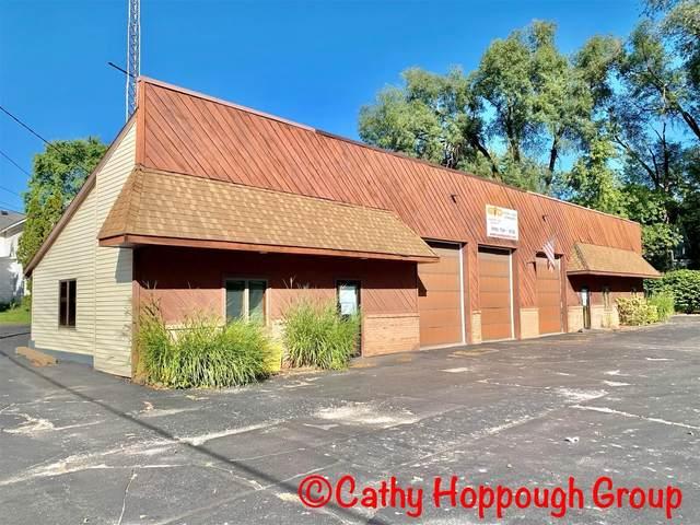 935 S Lafayette Street, Greenville, MI 48838 (MLS #21108510) :: Sold by Stevo Team | @Home Realty