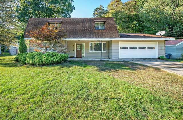 6989 Hiawatha Drive, Coloma, MI 49038 (MLS #21108671) :: Sold by Stevo Team | @Home Realty