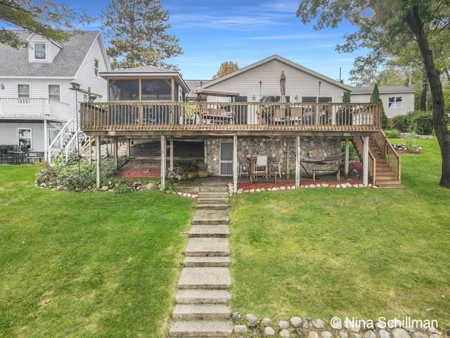 8599 S Spruce Avenue, Newaygo, MI 49337 (MLS #21109392) :: The Hatfield Group