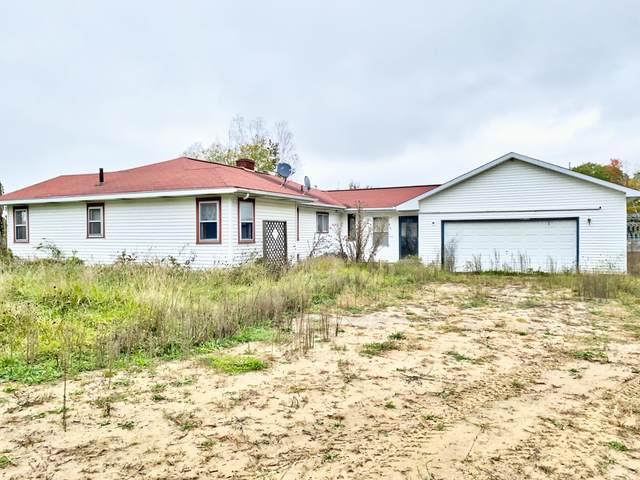 755 Wolverine Drive, Gladwin, MI 48624 (MLS #21109447) :: Deb Stevenson Group - Greenridge Realty