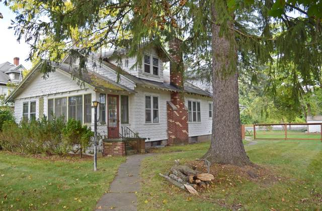 106 N Columbia Avenue, Scottville, MI 49454 (MLS #21109568) :: Sold by Stevo Team | @Home Realty