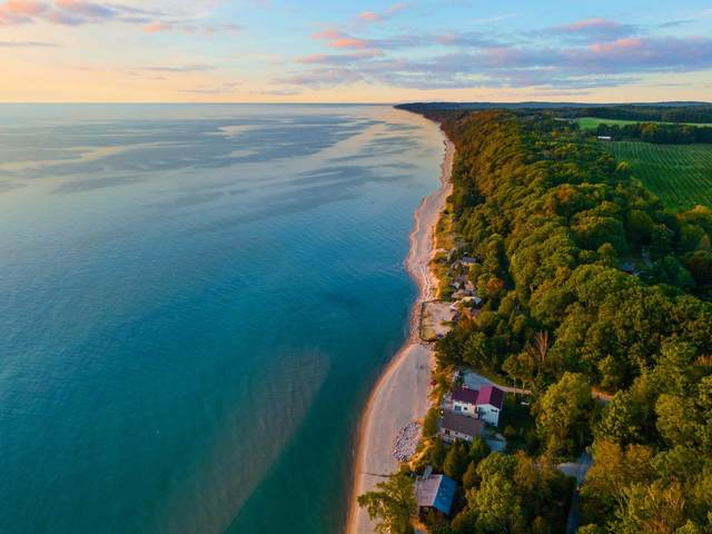 8485 S Surfside Drive, Montague, MI 49437 (MLS #21110333) :: Sold by Stevo Team | @Home Realty