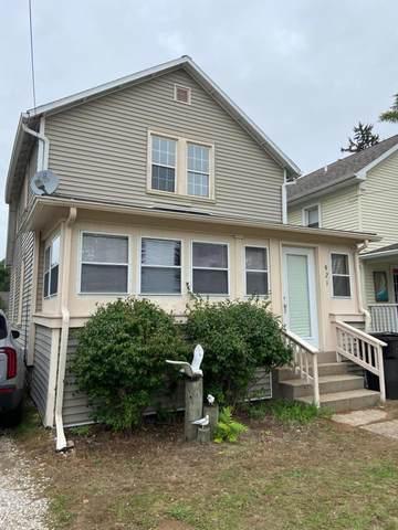 921 Phoenix Street, South Haven, MI 49090 (MLS #21111004) :: The Hatfield Group