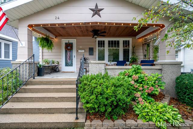 24 Pine Street, Zeeland, MI 49464 (MLS #21111023) :: Sold by Stevo Team | @Home Realty