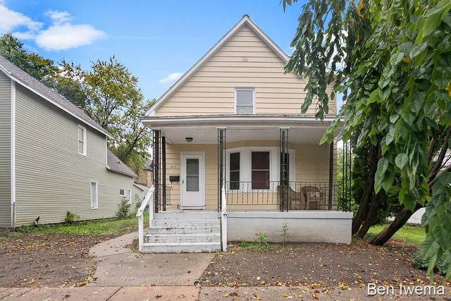 1417 Broadway Avenue NW, Grand Rapids, MI 49504 (MLS #21111037) :: Sold by Stevo Team | @Home Realty